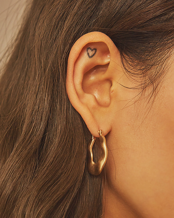 gold curve earring