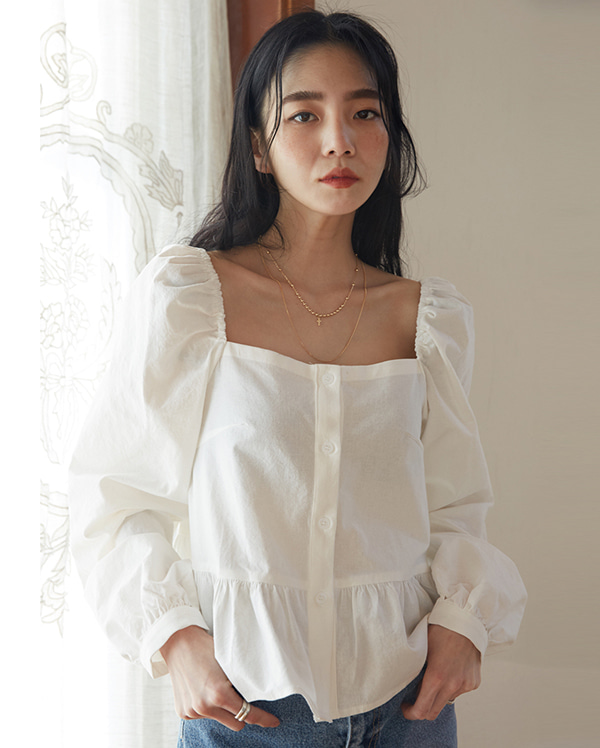 april square frill blouse