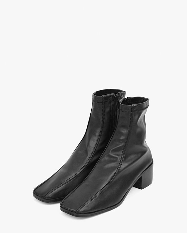 two lined leather ankle boots (225-250)