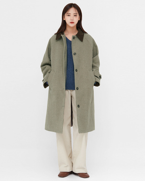 a corduroy collar napping coat