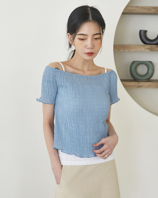 grove wrinkle off-shoulder T