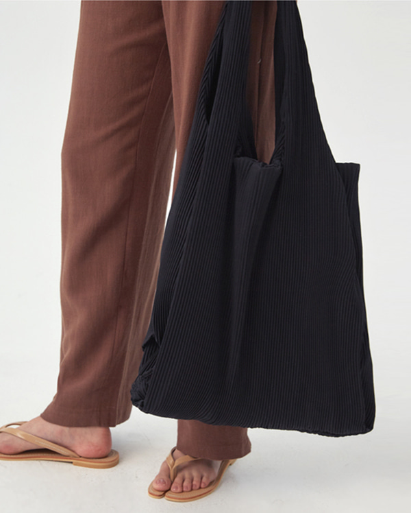big useful pleats bag