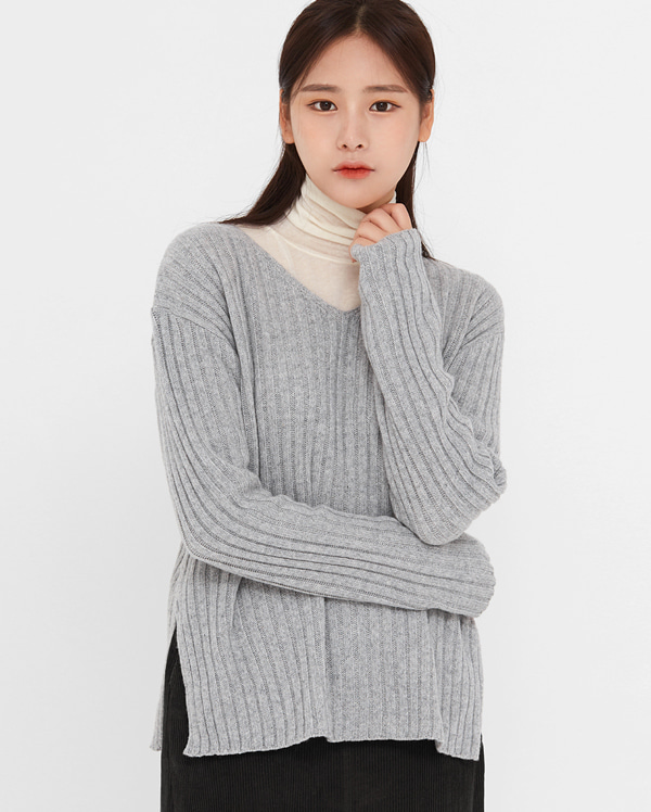 muster wool v-neck knit